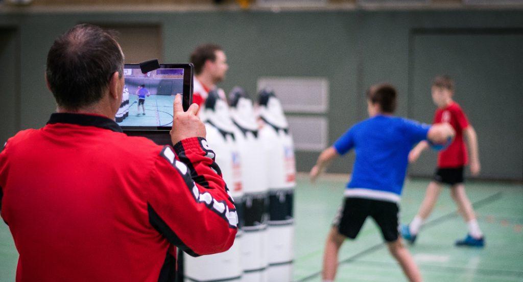 Videoanalyse_Sportunterricht_Leistung_Schüler_Tablet_Videoaufzeichnung